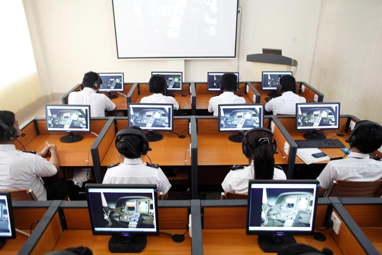 What are the best commercial pilot training schools in India?