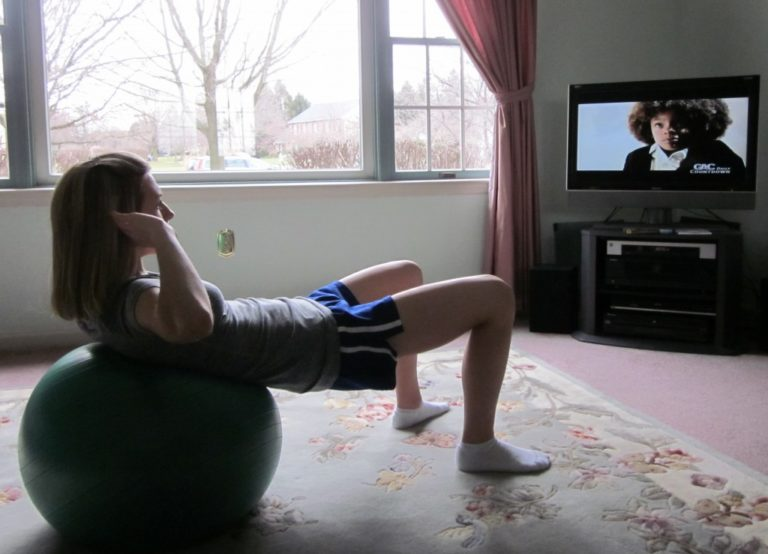 WAYS YOU CAN GET FIT WHILE YOU WATCH YOUR TV